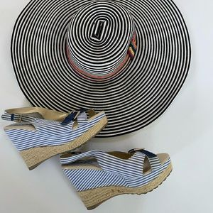 Bumper blue/white striped wedges with buckle, Sz 8